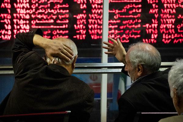 عواقب خطرناک کاهش نرخ دلار و سقوط آزاد بورس در چند ماه پایانی دولت