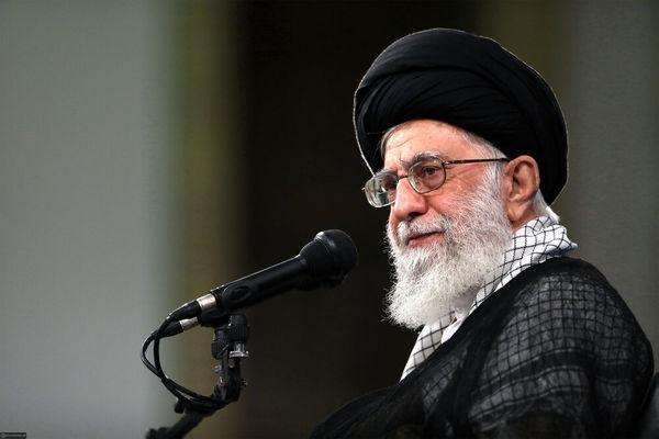 رهبر انقلاب اسلامی: انقلاب نشان «نقشآفرینی در مسائل اساسی» را بر سینه جوانان کشور نشاند