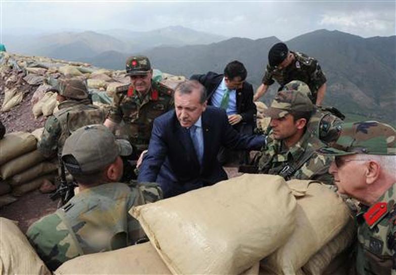 هفته نامه گرین لفت هشدار داد؛ترکیه به دنبال کنترل مثلث قندیل، شنگال و دیرک است