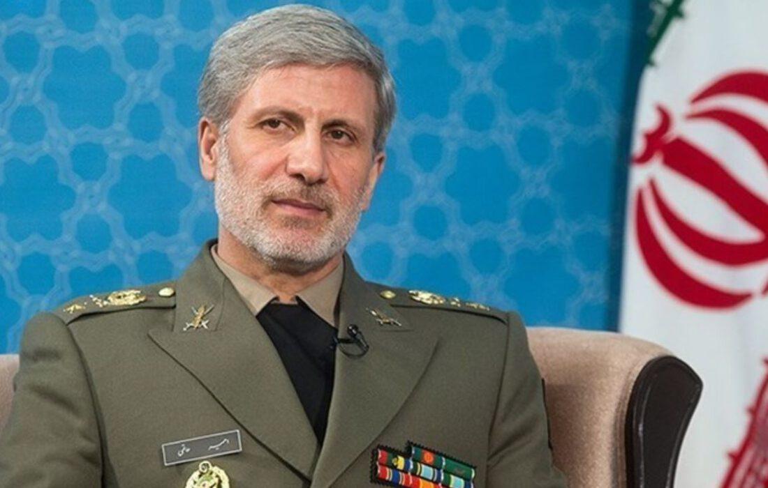 وزیر دفاع در گفتوگو با تسنیم: تمام موشکهای ایران دقیق و قدرت انفجاری بالایی دارند/ عاملان ترور شهید فخریزاده حتماً مجازات خواهند شد