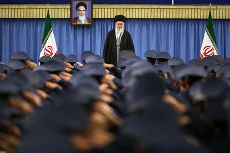 رهبر انقلاب در پیامی بهمناسبت روز ارتش جمهوری اسلامی و نیروی زمینی: ارتش در صحنه و آماده انجام مأموریت است آمادگیها را تا سر حد نیاز افزایش دهید