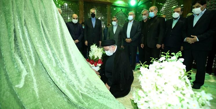 تجدید میثاق آیت الله رئیسی واعضای دولت با آرمان های امام راحل و شهدای انقلاب اسلامی
