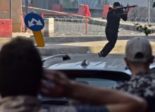 تداوم درگیری مسلحانه در بیروت؛ المیادین: بیش از ۶۰ نفر مجروح شدند