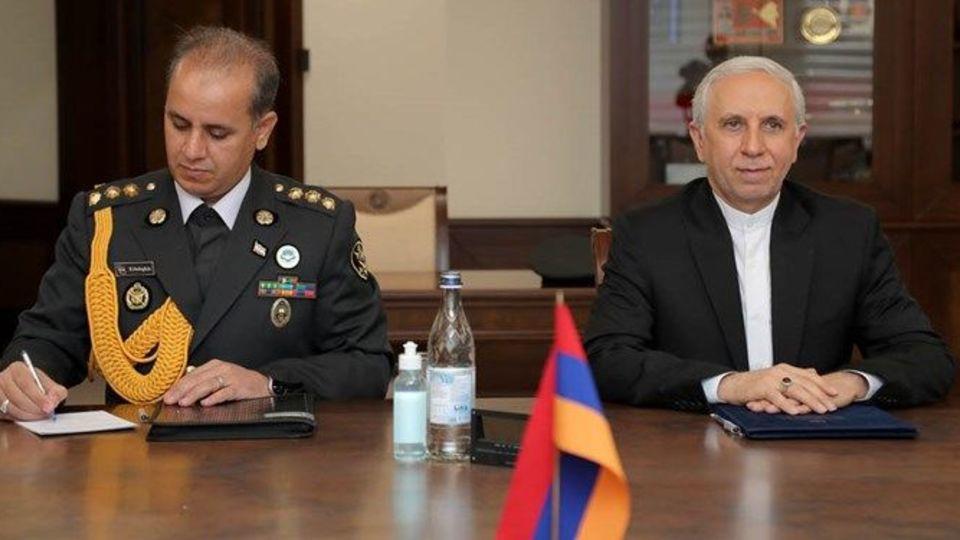 وزیر دفاع ارمنستان سفیر ایران را در جریان اوضاع منطقه قرار داد